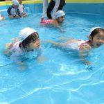 プール遊びをしたよ!!